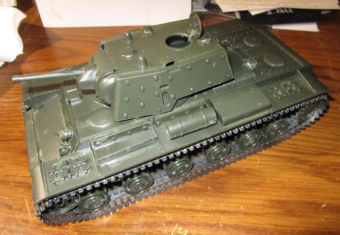 Build of tamiya 1 35th scale russian kv 1b model 1940 w applique armor